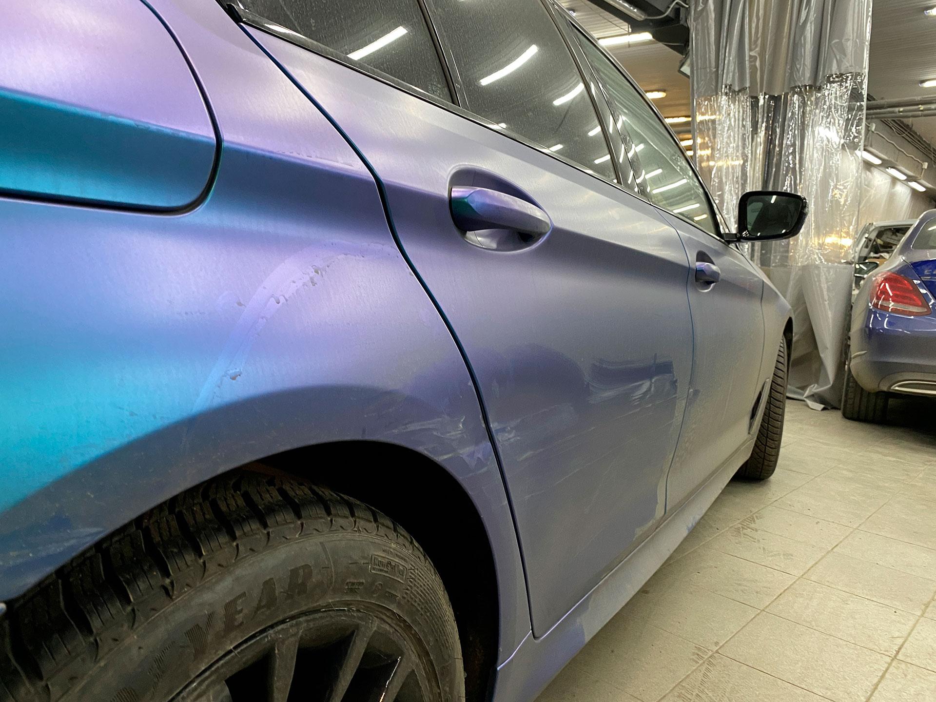 BMW g30 попала в ДТП, ремонт и окрас двери и крыла со снятием пленки
