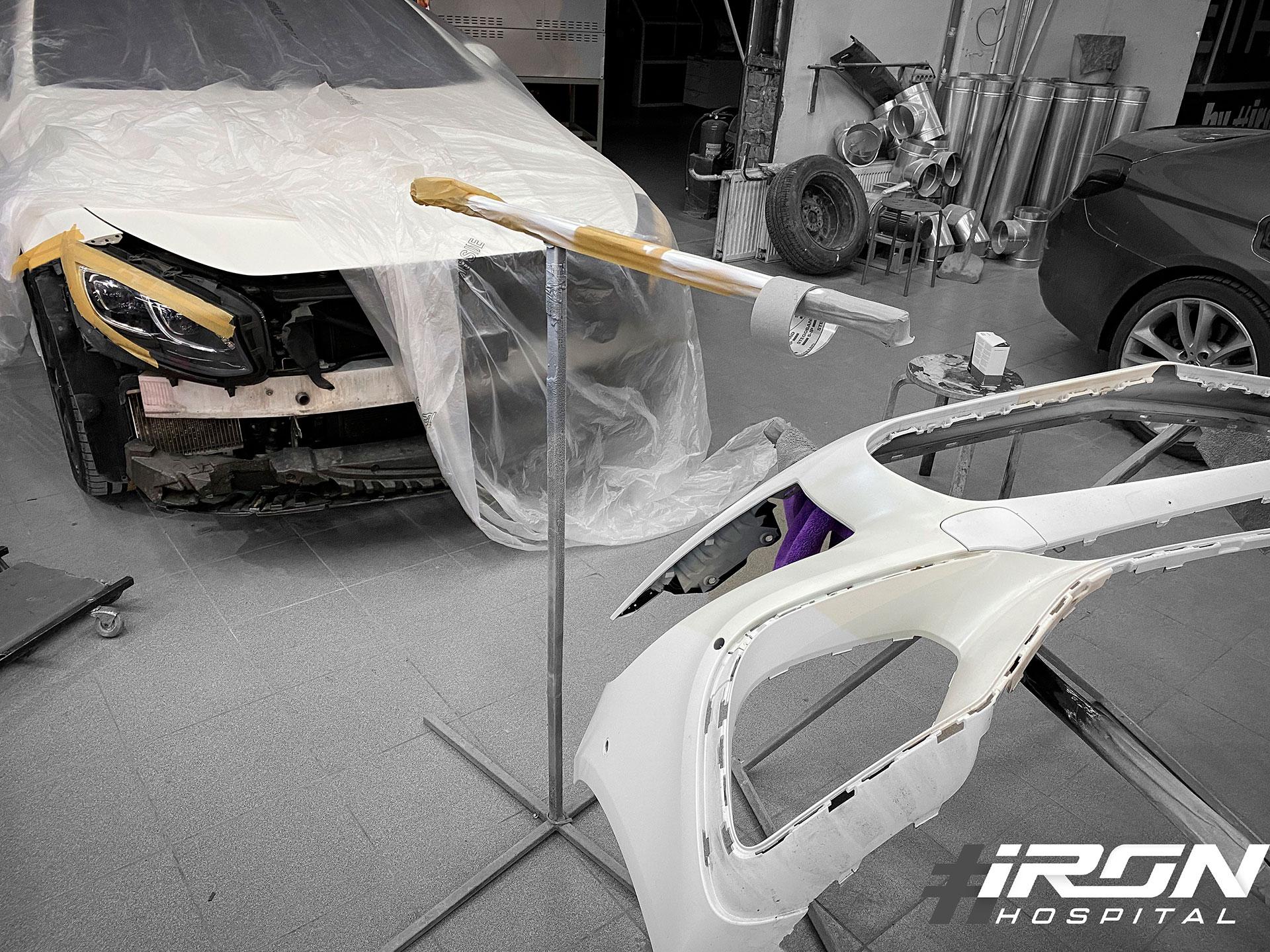 Окрас переднего бампера на Mercedes s class в белый матовый перламутр