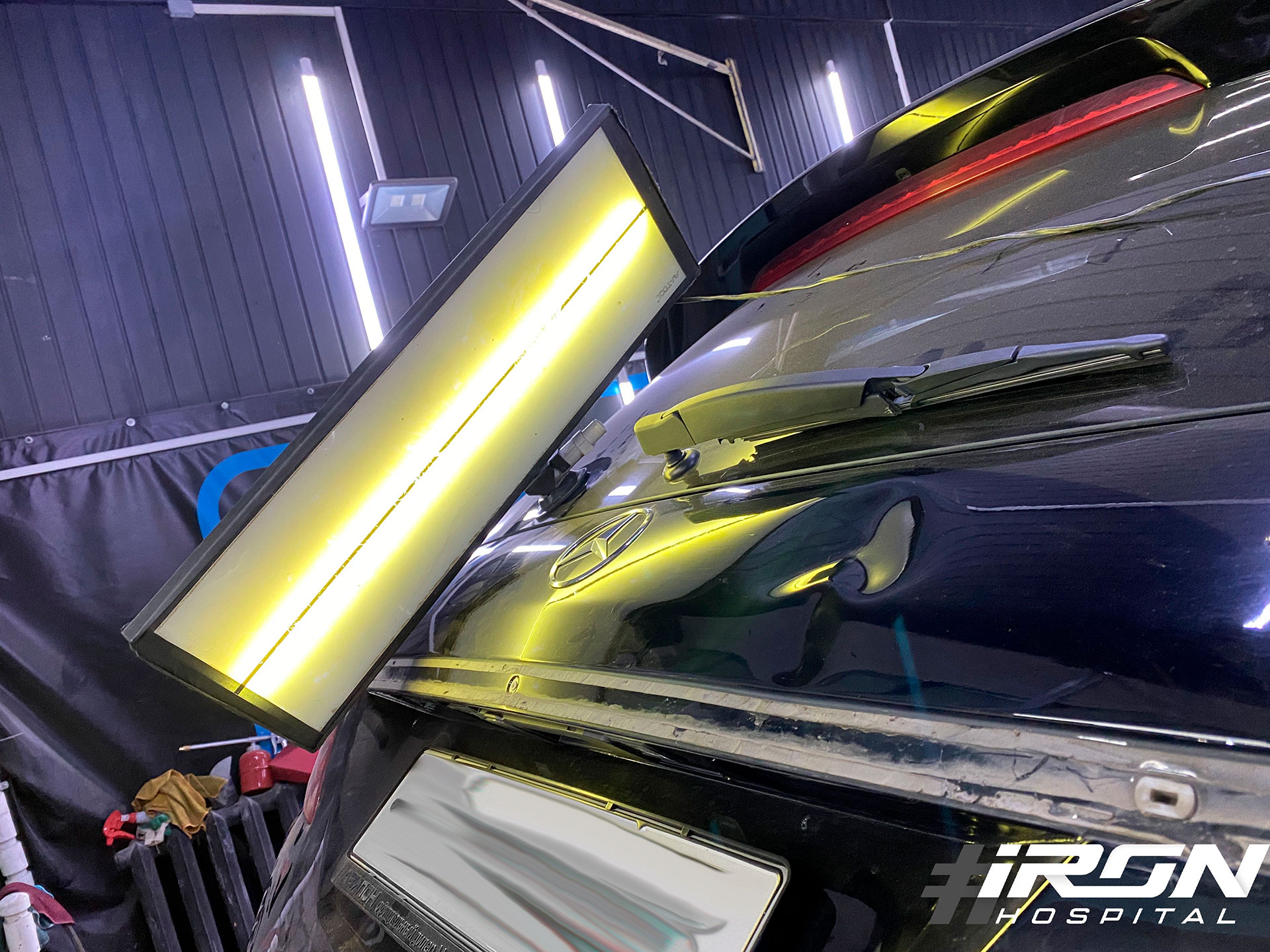Выпрямление без окраса вмятин на крышке багажника Mercedes
