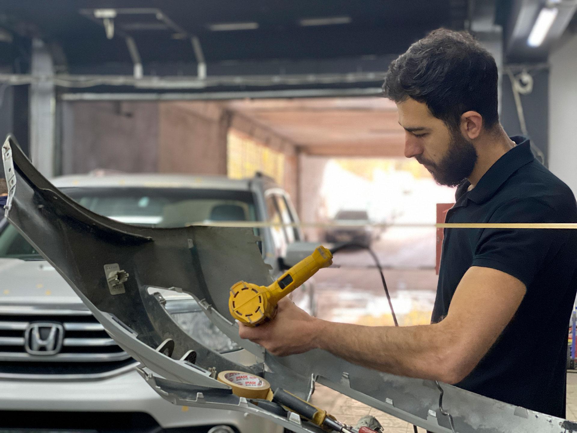 Процесс ремонта бампера на Mercedes
