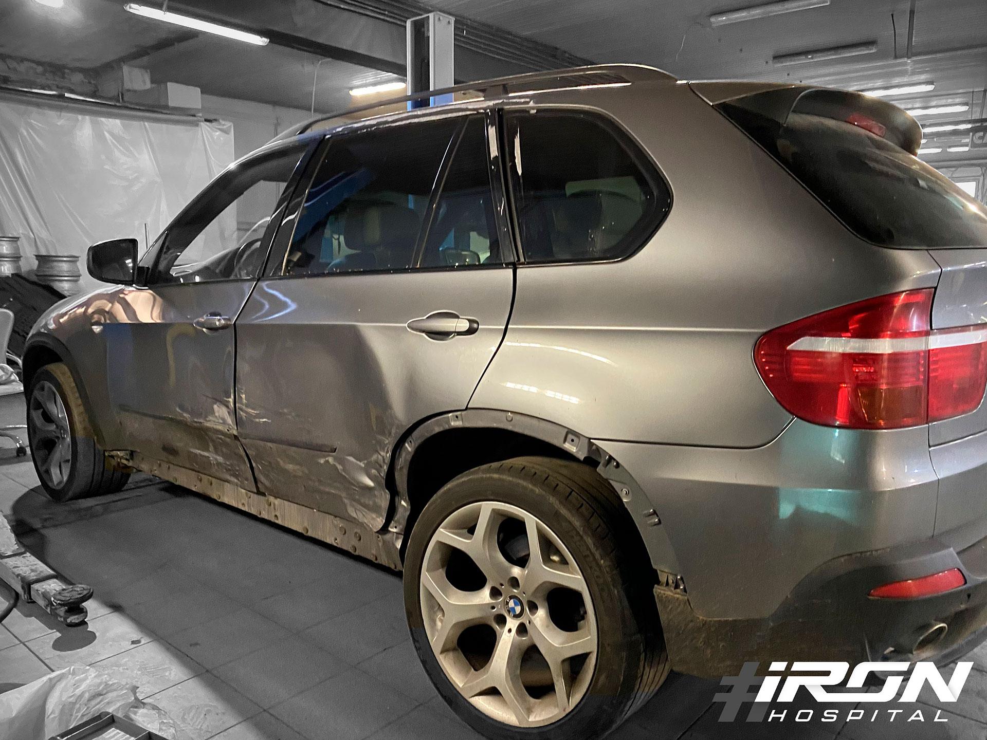 Кузовной ремонт BMW x5. Замена дверей, ремонт стойки и окрас
